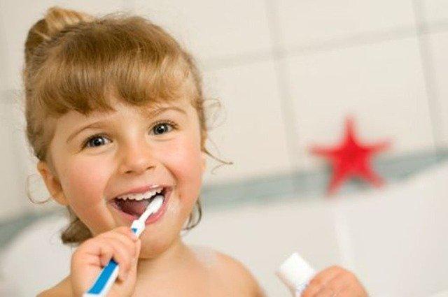 Bambini e prima visita dal dentista: tutto quello che devi sapere