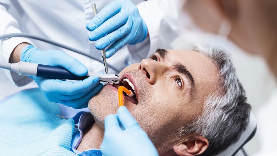 Ascesso dente del giudizio: cause, sintomi e rimedi